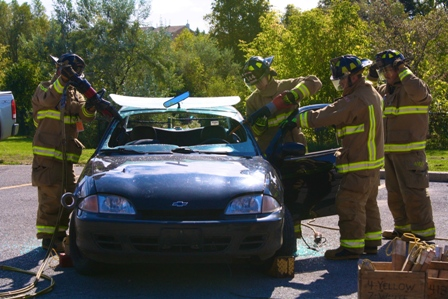 How fire fighters break into a car to save a person